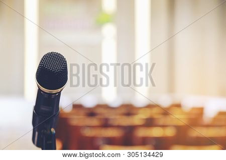 Handle Microphone In Meeting Room Backgrounds, Conference Hall In School And College, Selective Focu