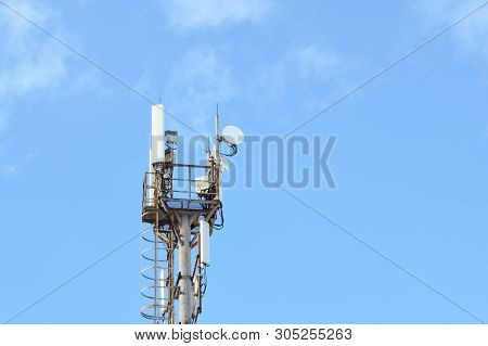 5g, 4g, 3g, Edge, Gprs Smart Mobile Telephone Radio Network Gsm Antenna With Copy Space. Concept Tel