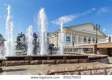 Moscow, Russia - June 02, 2019: Fountain Geyser On A Background Of Central Exhibition Hall Manege In