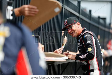 June 01, 2019 - Long Pond, Pennsylvania, USA: Clint Bowyer (14) gets ready to qualify for the Pocono 400 at Pocono Raceway in Long Pond, Pennsylvania.