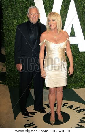 LOS ANGELES - FEB 26:  Alan Hamel; Suzanne Somers arrives at the 2012 Vanity Fair Oscar Party  at the Sunset Tower on February 26, 2012 in West Hollywood, CA