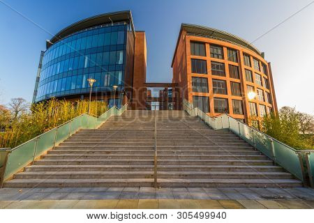 Editorial, Cheshire West And Chester Council Offices, Landscape, Wide Angle