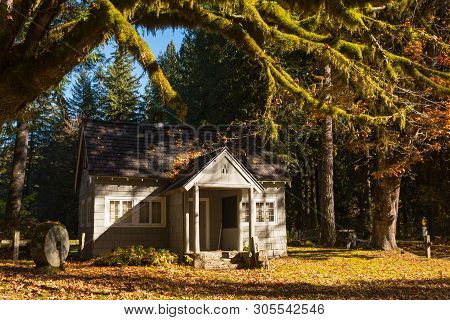 Concrete , Washington, Usa - October 19, 2018: Old Farmhouse On Baker Lake Road Near Baker Lake In N