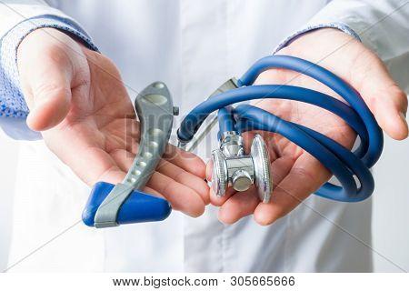 Concept Photo Of Neurology And Diagnosis Of Cerebrovascular Diseases Such As Stroke, Encephalopathy,