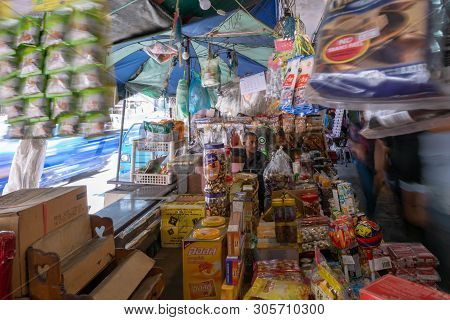 Hatyai, Songkhla, Thailad - Apr. 5, 2019 : Unidentified Tourists Are Shopping At Kim Yong Market Hat