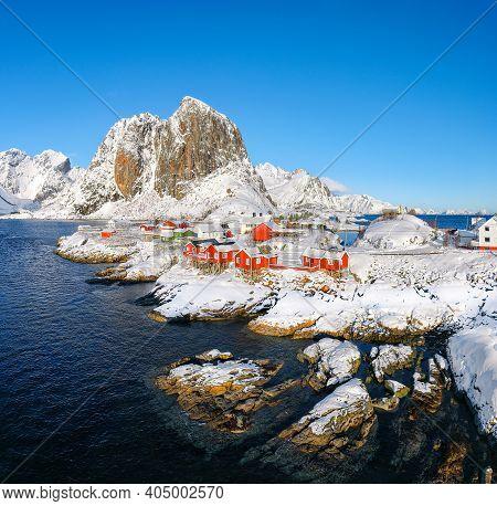Fabulous Winter View On Hamnoy Village And Festhaeltinden Mountain On Background. Popular Tourist De