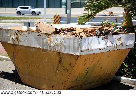 Rubble Bucket In Salvador
