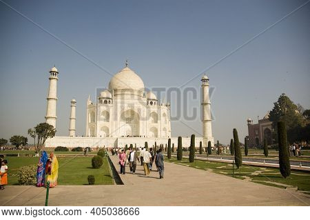 Agra, India - September 23, 2009: Morning View On Taj Mahal In Agra And Turist Taking Photos.