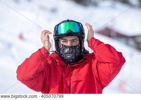 Grandvalira, Andorra: 2021 January 17: Skier At The Grandvalira Ski Resort In Andorra In Times Of Co