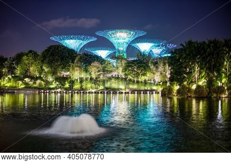 Singapore - 3 March, 2020:singapore Future Park Gardens By The Bay, Supertree, And Marina Bay Sands