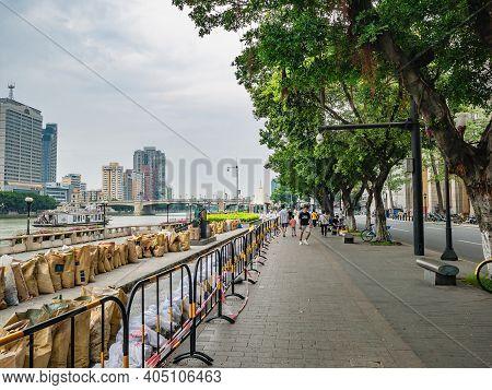 Guangzhou/china-24 Aug 2019:unacquainted People Walking On Riverside Of Pearl River In Guangzhou Cit