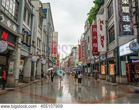 Guangzhou/china-26 Aug 2019:unacquainted People Walking On Shangxiajiu Walking Street At Guangzhou W