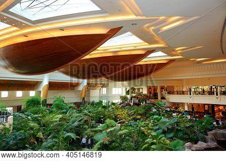 Dubai, Uae - September 8: The Reception Lobby Area Of Grand Hyatt Dubai Luxury Resort Hotel On Septe