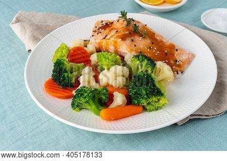 Steam Salmon And Vegetables, Paleo, Keto, Fodmap, Dash Diet. Mediterranean Diet With Steamed Fish. H