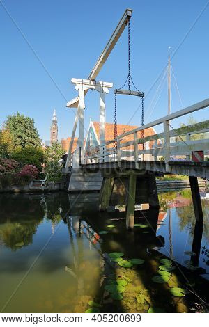The Drawbridge Kwakelbrug With Historic Houses And The Speeltoren (carillon Tower) In The Background