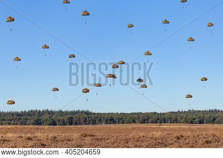 Paratroopers Landing On The Ginkel Heath 75 Years Remembrance Of Operation Market Garden Woii Arnhem