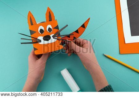 Step 7. Step-by-step Instructions On How To Make A Stand For Stationery From A Tin Can. Tiger Made O