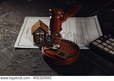 House Keys And Judges Gavel On A Table. Mortgage, Bankruptcy Or Divorce Concept