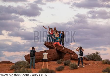 Horseshoe Bend, Arizona / Usa - October 25, 2014:  Tourists Taking Pictures Of A Group Of People Sta