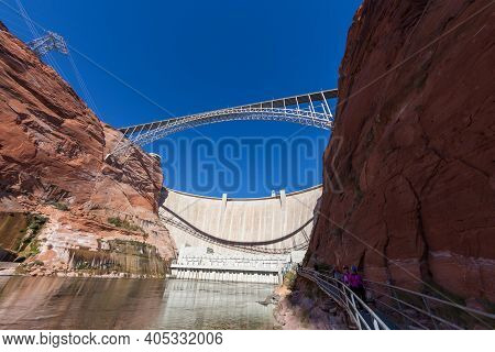 Glen Canyon, Arizona / Usa - October 30, 2014:  The Glen Canyon Dam And Bridge With Tourists Walking