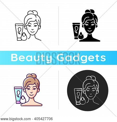 Makeup Sponge Icon. Foundation, Concealer, Beauty Balms Applying. Teardrop-shaped Sponge. Achieving