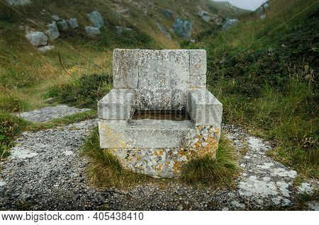 The Stone Throne Sculpture At Tout Quarry Nature Reserve And Sculpture Park, Portland, Weymouth, Dor