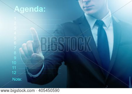 Businessman preparing the agenda for meeting