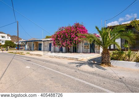 Ios, Greece - September 22, 2020: Greek Street Decorated With Bougainvillea Flowers In Chora On Ios