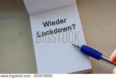 German Question Wieder Lockdown? English = Again Lockdown. Paper Note And Pen. Message On Note. Coro