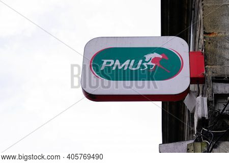 Bordeaux , Aquitaine  France - 01 24 2021 : Pmu Logo Brand And Horse Text Sign On Store Front Of Fre