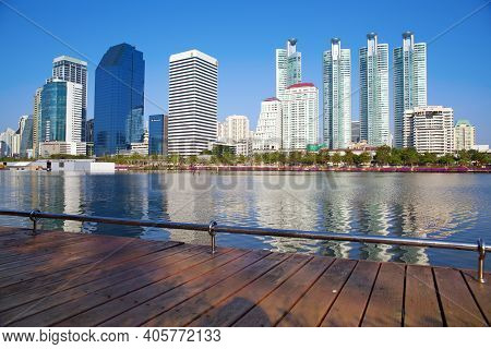 Bangkok, Thailand - Dec 31 : Skyscraper And Cityscape In Bangkok On Dec 31,2014 In Bangkok Many Mode