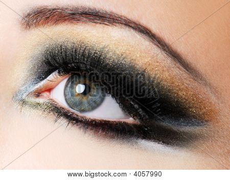 Creativity Golden-Brown Modern Make-Up