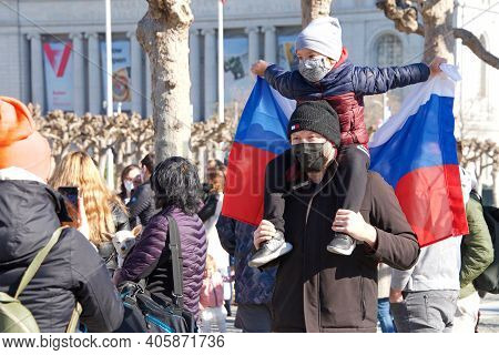 San Francisco, Ca - Jan 23, 2021: Unidentified Protesters Outside City Hall At Civic Center Plaza De
