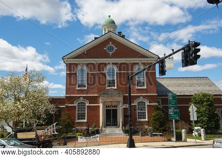 Andover, Ma, Usa - Apr. 24, 2019: Memorial Hall Library On Main Street Near Old Town Hall In Histori