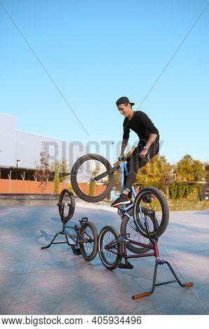 Bmx bikers lifestyle, training in skatepark