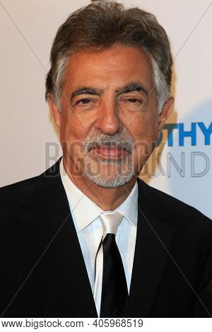 BEVERLY HILLS - NOV 11: Joe Mantegna at AMT's 2017 D.R.E.A.M. Gala benefiting Autism Works Now at Montage Beverly Hills on November 11, 2017 in Beverly Hills, California