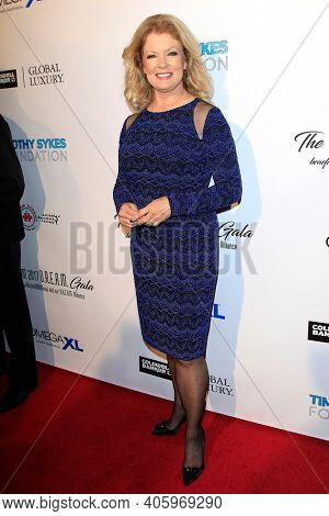 BEVERLY HILLS - NOV 11: Mary Hart at AMT's 2017 D.R.E.A.M. Gala benefiting Autism Works Now at Montage Beverly Hills on November 11, 2017 in Beverly Hills, California