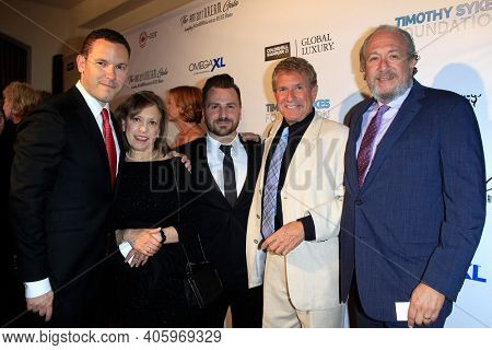 BEVERLY HILLS - NOV 11: Timothy Sykes, family at AMT's 2017 D.R.E.A.M. Gala benefiting Autism Works Now at Montage Beverly Hills on November 11, 2017 in Beverly Hills, California