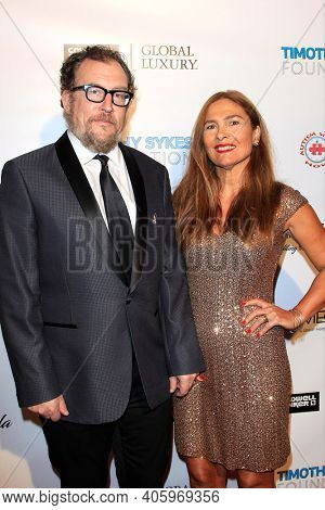 BEVERLY HILLS - NOV 11: Matthew Asner,  Navah Paskowitz Asner at AMT's 2017 D.R.E.A.M. Gala benefiting Autism Works Now at Montage Beverly Hills on November 11, 2017 in Beverly Hills, California