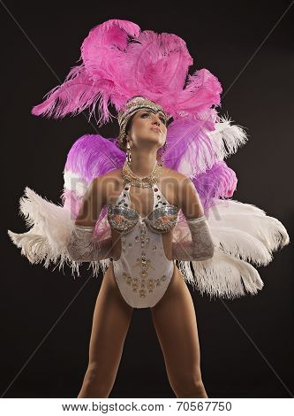 Burlesque dancer in white dress with pink plumage