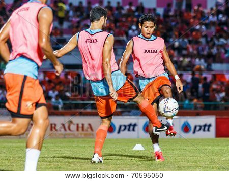 Sisaket Thailand-august 13: Alongkorn Pratoomwong Of Sisaket Fc. In Action During A Training Ahead T