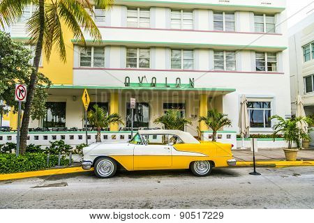 Classic Oldsmobile With Chrome Radiator Grill Parksd In Front Of The Hotel Avalon
