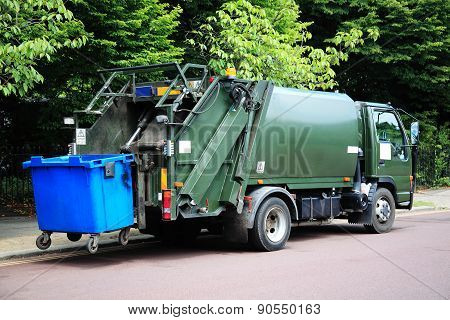 Green garbage truck