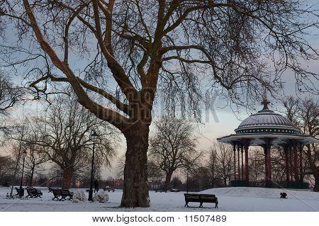 Sunrise on wintery Clapham Common