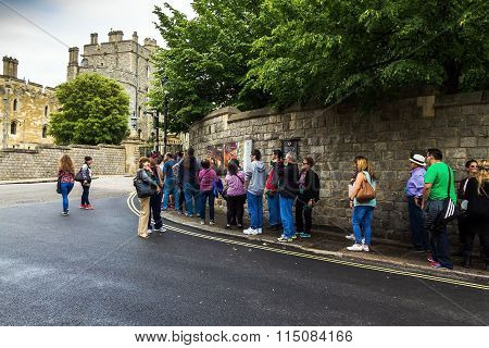 Unidentified Visitors Queuing In Front Of The  Windsor Castle. Uk