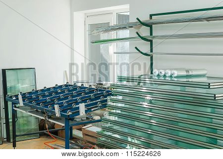 Automatic Glass Cutting Table And Sheets Of Tempered Window Glass