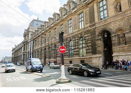 Majestic Rue De Rivoli With The Louvre Museum