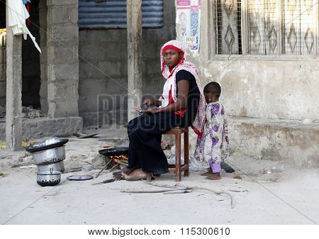 African Muslim Woman To Cooks