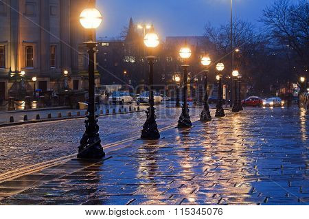 LIVERPOOL UK 16TH JAN 2016. Victorian Street Lights In William Brown St Liverpool On A Wet Night