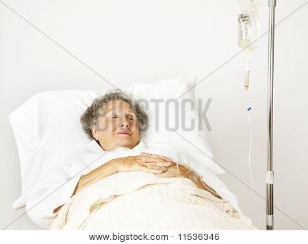 Senior Woman im Krankenhaus